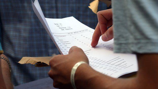 Sınavlara kendisi yerine sekiz ayrı dublör sokan milletvekili üniversiteden atıldı