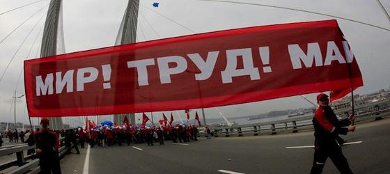 Moskova'nın merkezi trafiğe kapatıldı. 10 binlerce insan bir