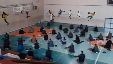Erzurum'da spor salonları cuma namazı için ibadete açıldı