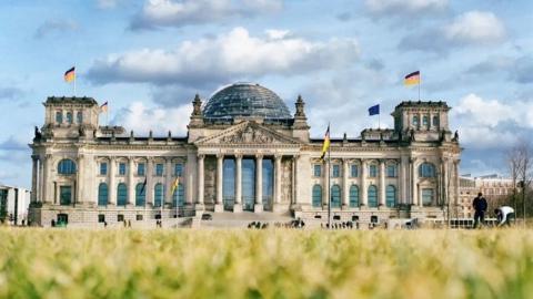 Έγκριση νέων μέτρων Covid-19 από τη γερμανική Κάτω Βουλή