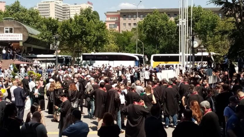 Adliyede Göndere Avukat Cübbesi Çekildi: Savunma Teslim Alınamaz!