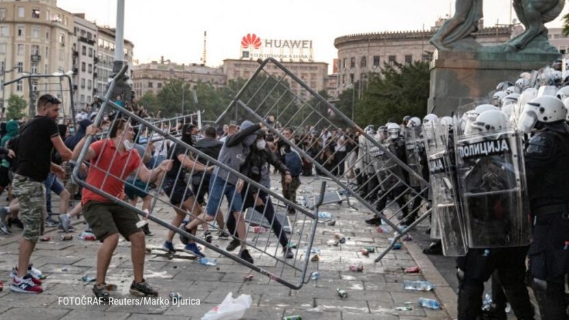 Sırbistan'da Covid-19 önlemlerine karşı başlayan eylemler ...