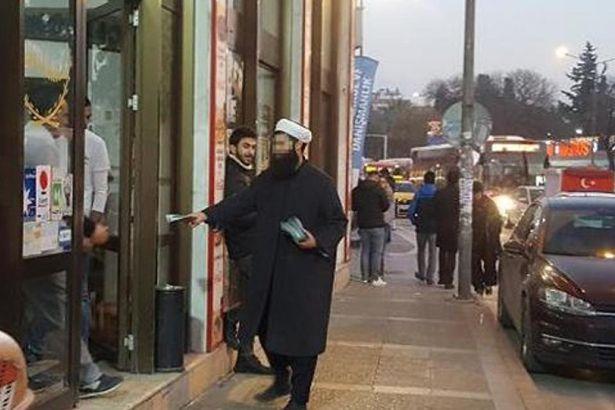 Cüppeli ve sarıklılar, 'Cihat' için AKP'ye oy istediler, esnaftan dayak yediler!