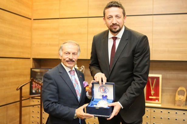 AKP'li Belediye Başkanı 593 bin liralık hediyelik eşya aldı, hepsine adını yazdırdı