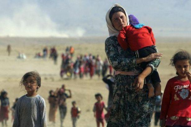 """ABD'nin """"Uluslararası Din Özgürlüğü"""" raporunda, Türkiye'nin Kuzey ve Doğu Suriye'ye yönelik operasyonunda, Kürtlerin, Êzidîlerin ve Hristiyanların olduğu 154 bin insanın zorla yerinden edildiği, ev ve arazilerine el konulduğu belirtildi."""