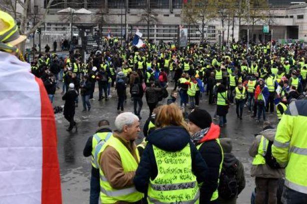 Sarı Yelekliler 23'üncü kez sokaklarda: Çok sayıda gözaltı var