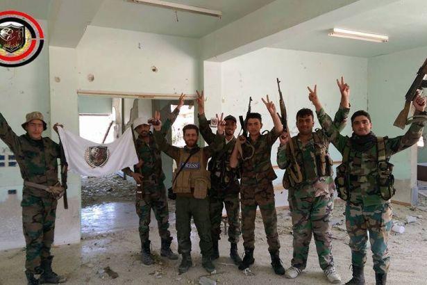 Suriye ordusu Humus kırsalında IŞİD silahlarını ele geçirdi