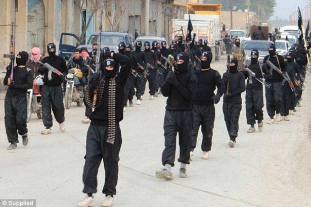 IŞİD, Musul'dan kaçmaya çalışan sivilleri öldürerek elektrik direklerine asıyor