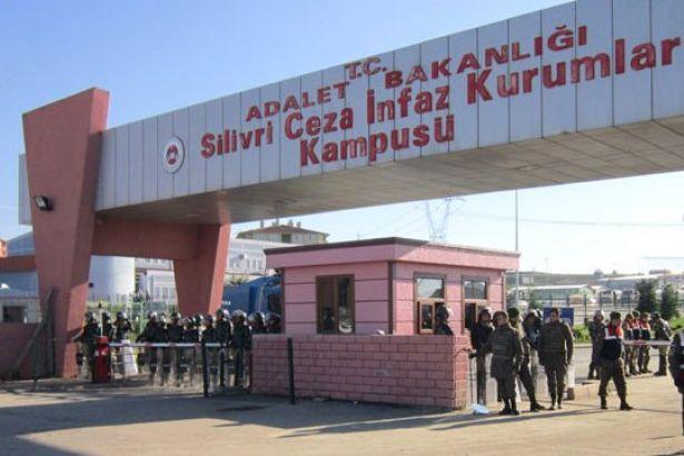 Cezaevlerinde hak ihlalleri hız kesmiyor: Silivri'de tutuklu ve hükümlülerin montları toplatıldı