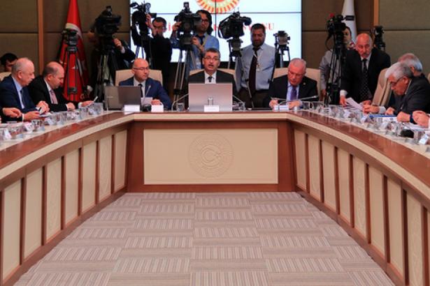 'Terörle mücadele' adı altında OHAL'i kalıcılaştıran düzenleme komisyondan geçti