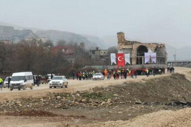 Hasankeyf'teki yıkım öncesi son adım: 610 yıllık cami taşınıyor