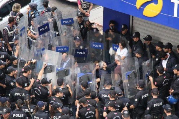 HDP'li vekillere polis ablukası