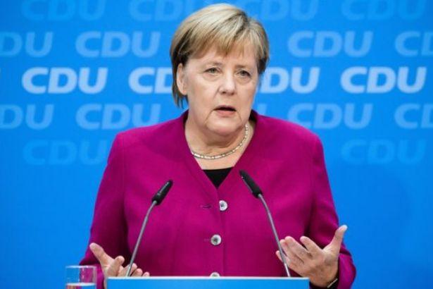 Merkel: İngiltere AB'den çıkış konusunda açık olmalı