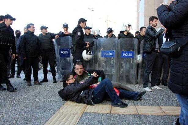 Halkın Avukatı Zeycan Balcı'nın Belini Kıran Polis: Fotoğraftaki Benim