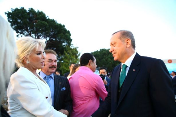Sanatçı geçinen AKP'liler sıraya girdi: Pekkan'dan 'Erdoğan' övgüsü