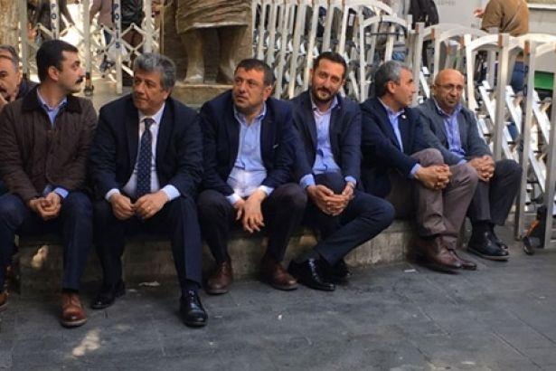 HDP'li vekillerden oturma eylemi ile ilgili görsel sonucu