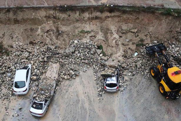 Merkez Haberleri: Karabükte istinat duvarı çöktü, 4 otomobilde hasar oluştu 4