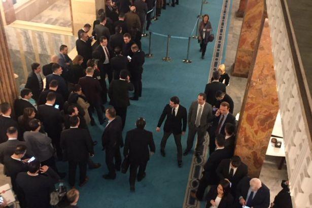 AKP'de 'yer tutma' kavgası