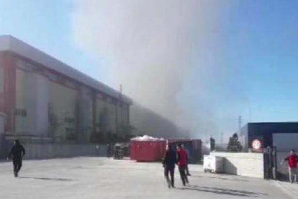 İstanbul'da fabrika yangını: Patlamalar meydana geliyor