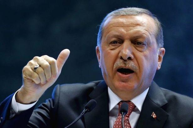 AKP'li Cumhurbaşkanı Erdoğan, sahte doları yere atana seslendi: Türkiye'de çok dolar var!