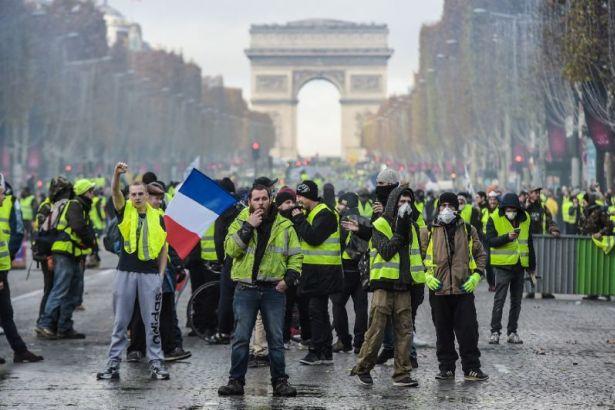 Fransa'nın ardından 'Sarı Yelekli' Alman aşırı sağcıları da alanlara indi....