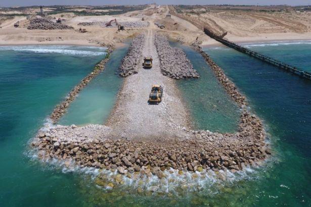 İsrail Filistin'e denizden duvar örüyor