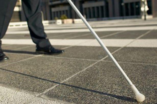 Günlük yaşamlarında karşılaştıkları sorunlardan öte toplumun duyarsızlığından şikayet eden engelli bireyler,