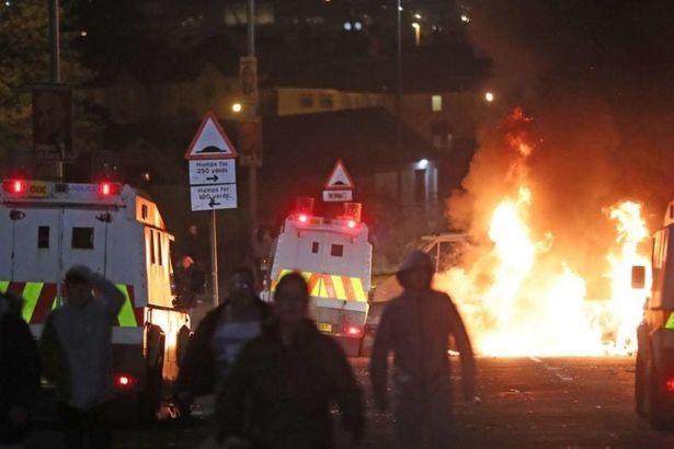 Kuzey İrlanda'daki çatışmalarda bir gazeteci öldü, polis 'Yeni IRA'yı suçluyor