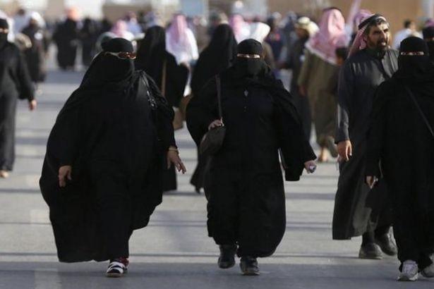 Suudi prens 'lütfetti': Kadınlar 'saygılı' giyinirse çarşaf zorunlu olmayacak!