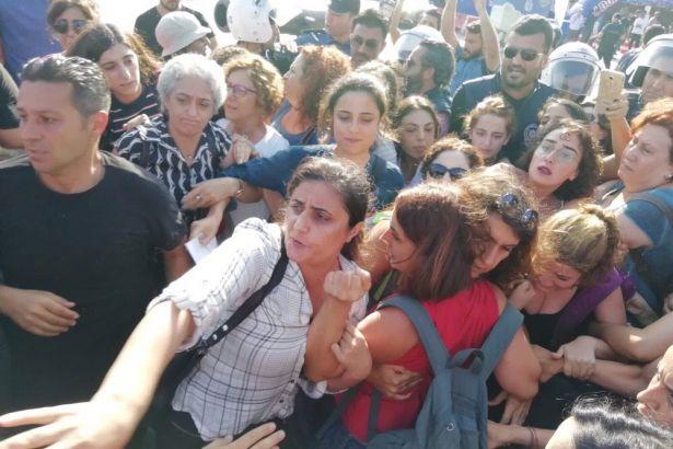 Beşiktaş'ta kadınların kayyum protestosuna müdahale: 23 gözaltı
