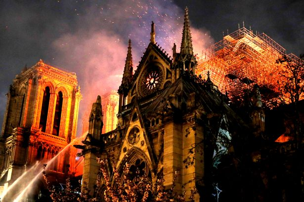 'Notre-Dame yangını evrensel kültüre karşı işlenmiş bir suçtur'