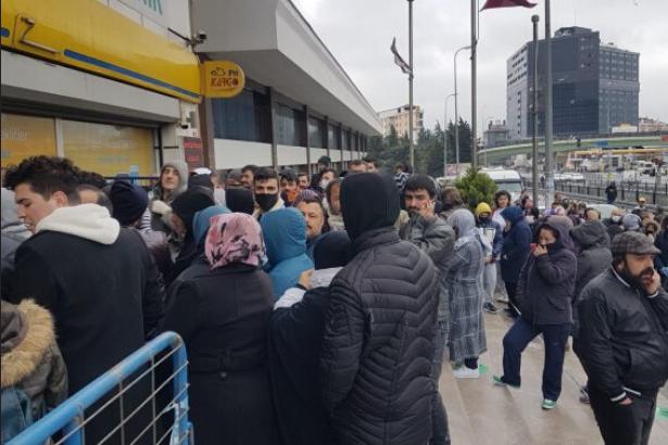 Pandemi sürecinde bin TL Sosyal Destek Paketi alan yurttaşların büyük bir bölümü, bilgileri ve rızaları dışında AKP'ye üye yapıldığı ortaya çıktı.