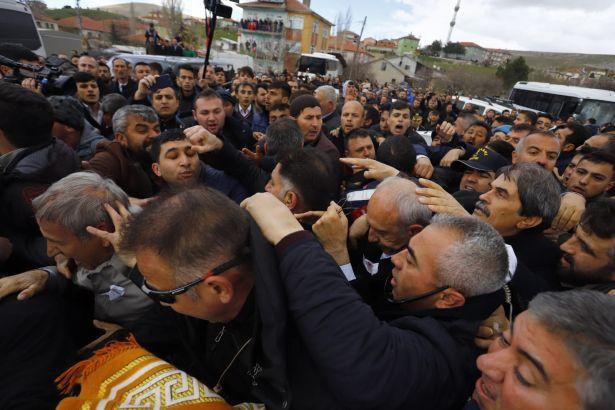 Polis, Kılıçdaroğlu'na saldıran gruba karşı biber gazı kullanmayı reddetti!