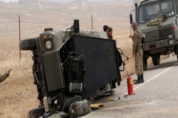 Şırnak'ta askeri araç devrildi: 1 asker yaşamını yitirdi, 20 asker yaralandı