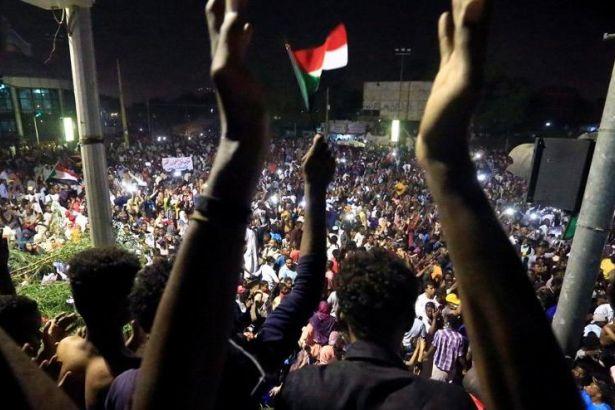 Sudan: 'Devrim Halkın Seçeneğidir!'