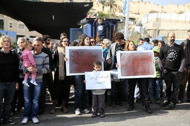Filistinli aile, 'arazi 80 yıl önce Yahudilere aitti' denilerek evlerinden tahliye edildi