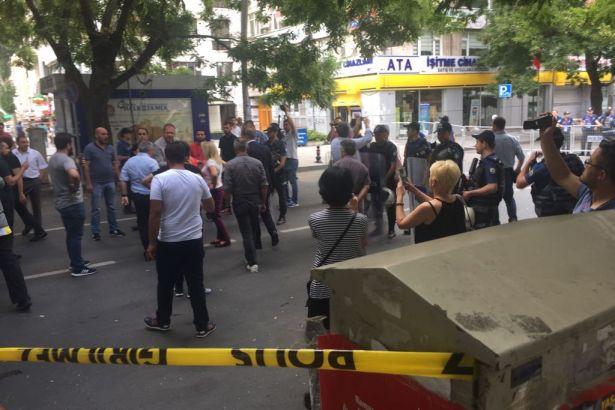 YSK önündeki vatandaşlardan polise tepki: Hırsızsınız