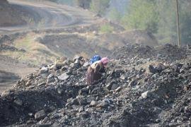 Bugün maden alanına gelen Ermenekliler, kışa hazırlanmak için kurtarma çalışmaları sırasında çıkan hafriyatları topladılar...