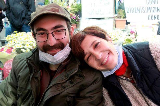 Gardiyanlar Nuriye Gülmen'i 'Öldün mü, yaşıyor musun' diye kontrol ediyor: Artık yürüyemiyorlar